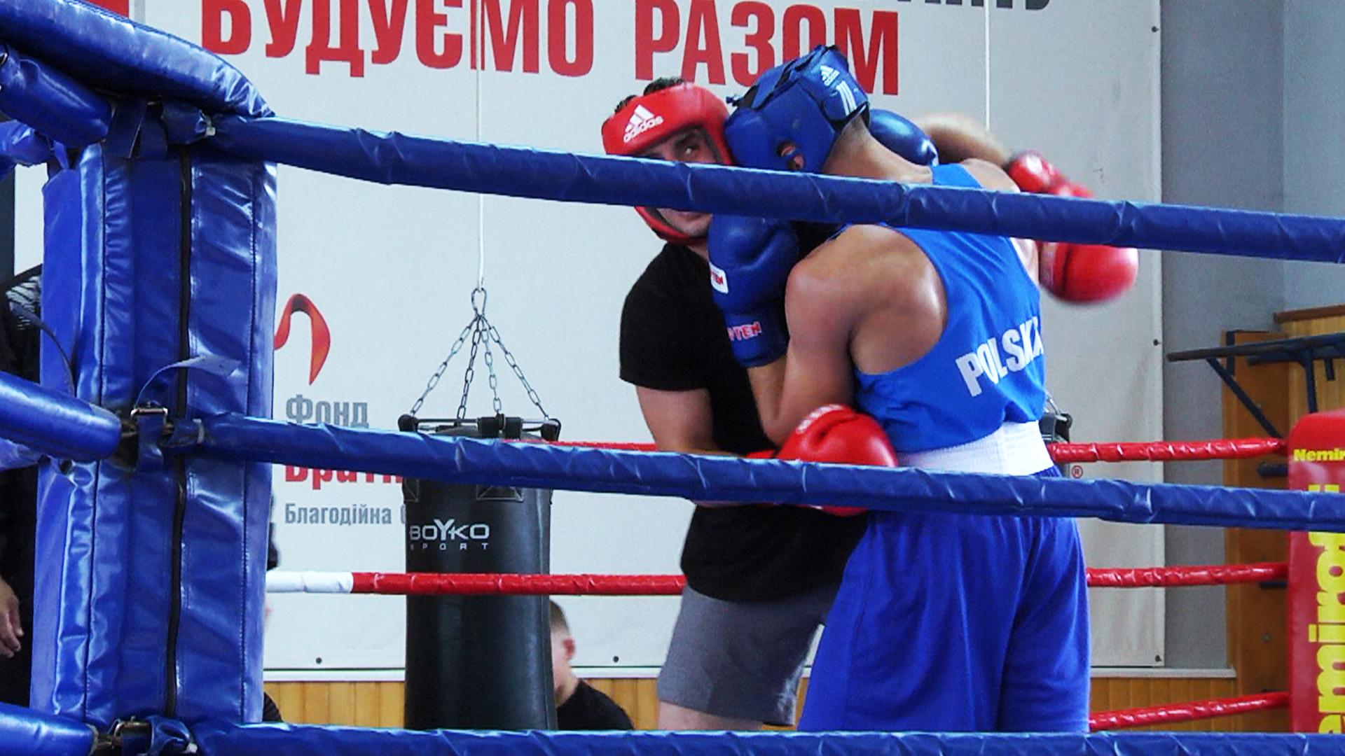 У Коломиї готувались до Чемпіонату світу з боксу збірні України, Польщі та Туреччини (відеосюжет)