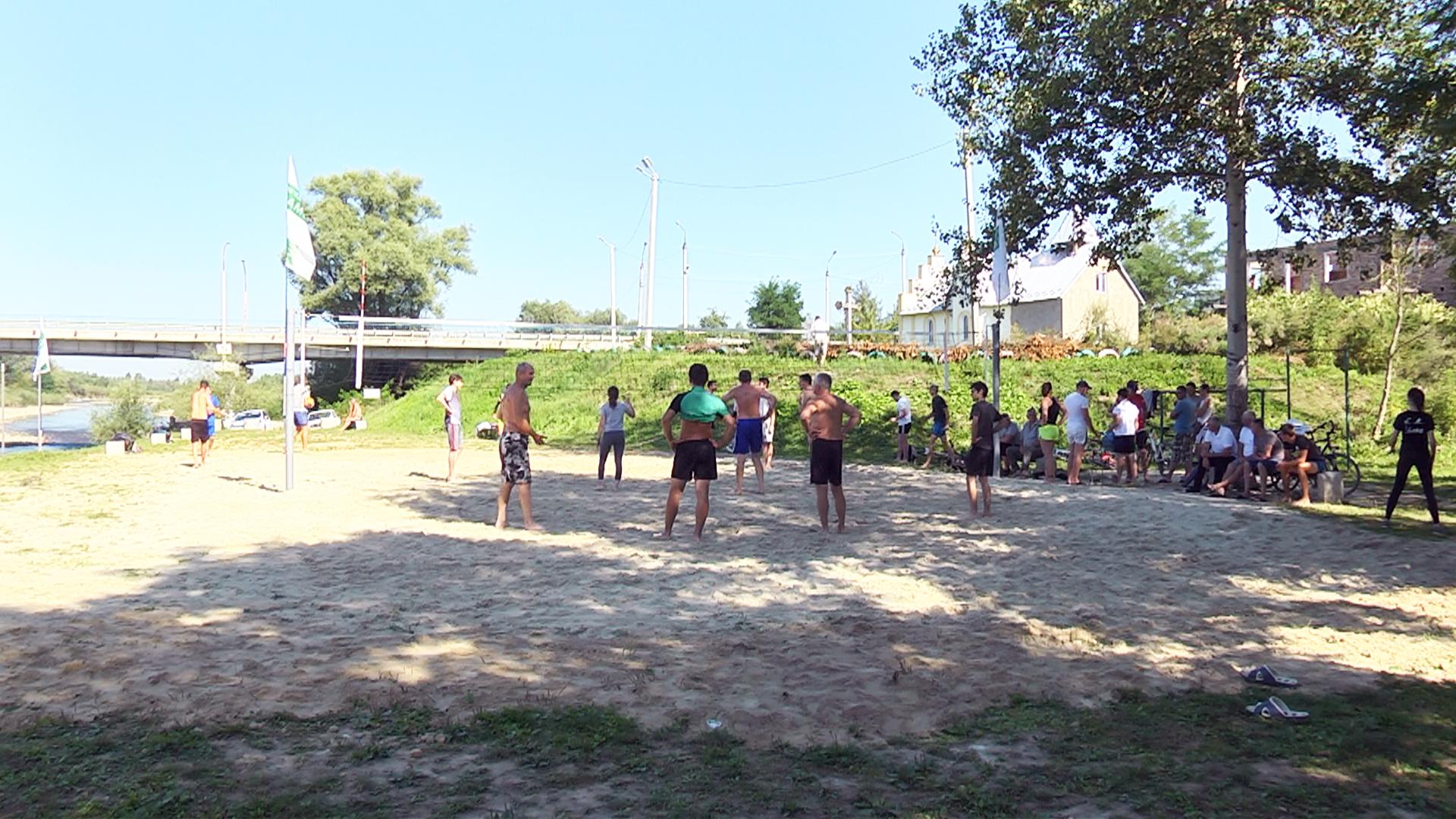 У Коломиї відбувся турнір з паркового волейболу (відеосюжет)