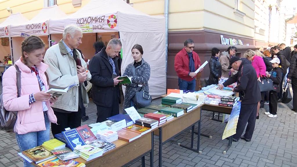 """""""Книга відкриває світ"""": на Прикарпатті відбувся літературний фестиваль (відеосюжет)"""