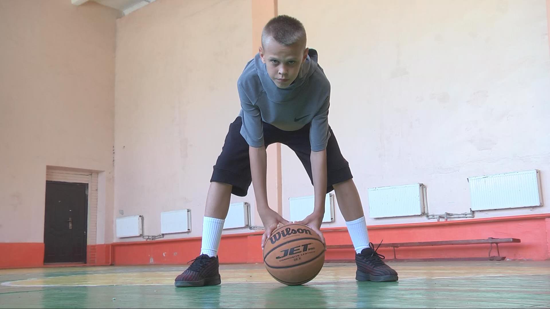 Юний баскетболіст з Коломиї реалізував 6 тричокових за один період (відеосюжет)