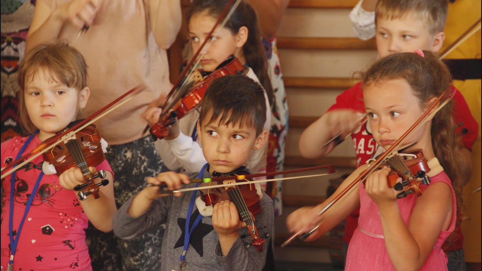 У Коломиї навчають гри на скрипці за японською системою (відеосюжет)