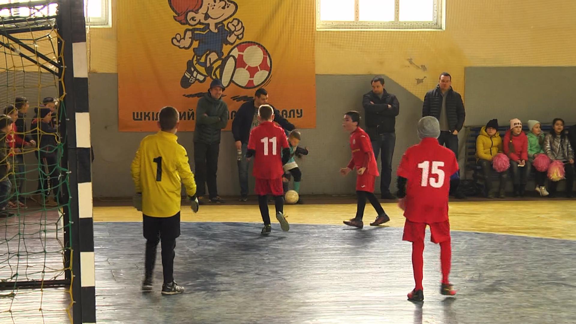 У Коломиї визначили переможців другого етапу шкільного турніру з футзалу (відеосюжет)