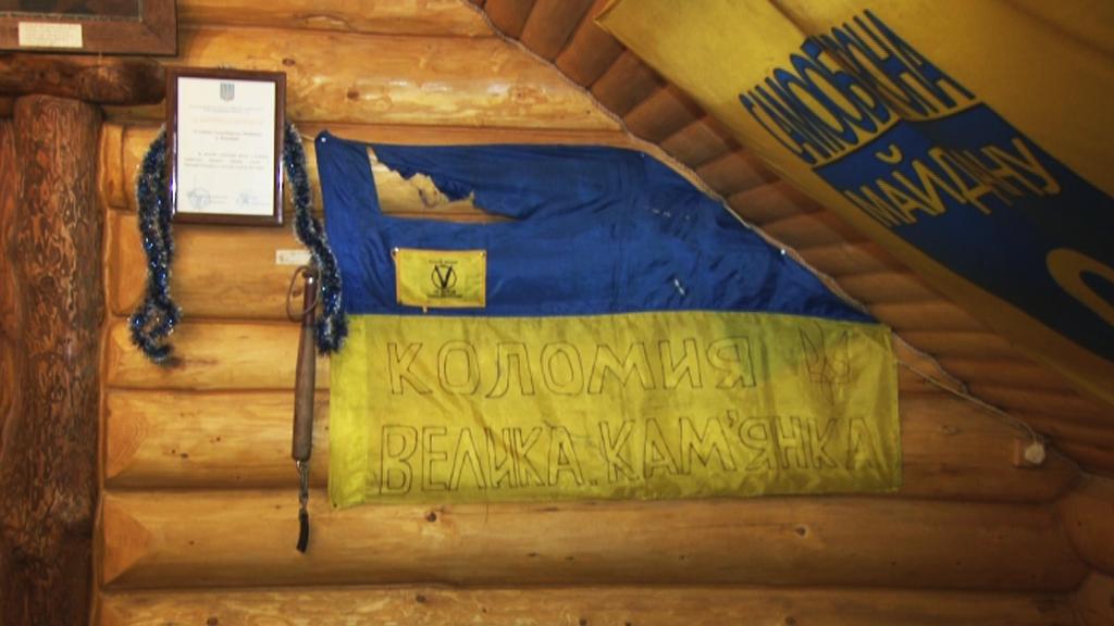 НаПрикарпатті відвідувачі кафе зірвали зі стін прапори України, забувши про відеоспостереження