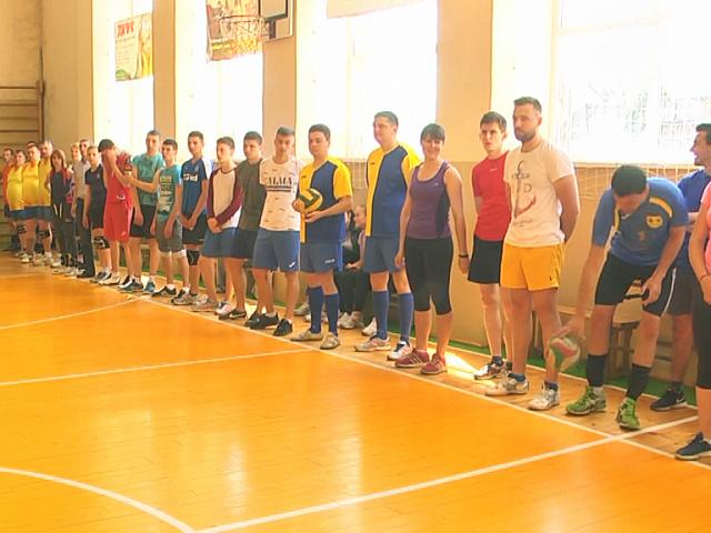 На Прикарпатті провели духовний волейбольний турнір (відеосюжет)