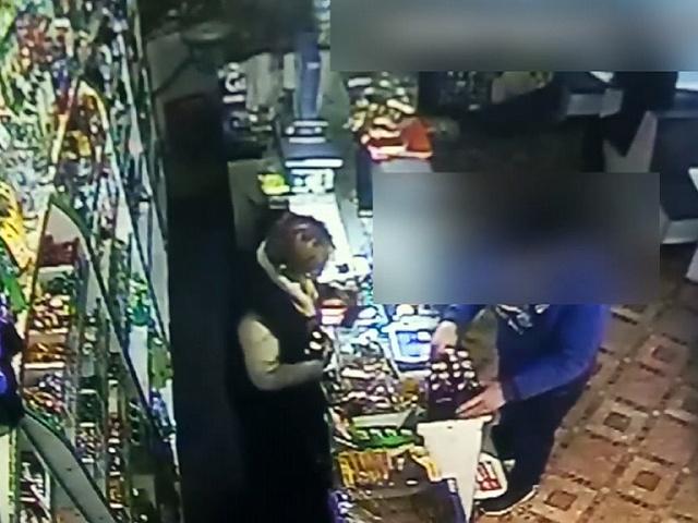 У Калуші затримали іноземця, який обкрадав магазини (відео)
