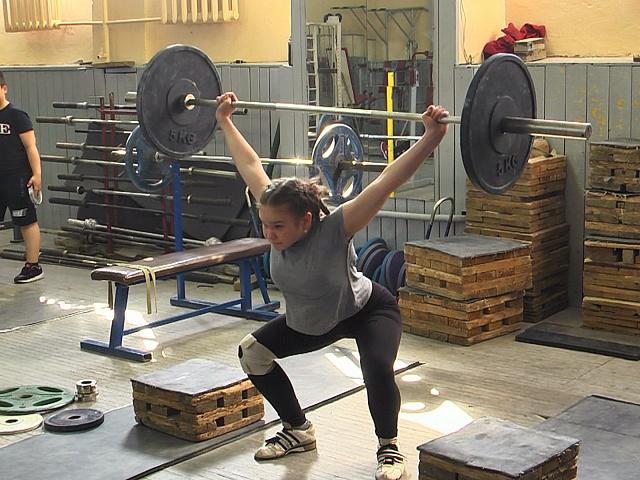 Юні коломийські важкоатлетки вибороли золото та срібло (відеосюжет)